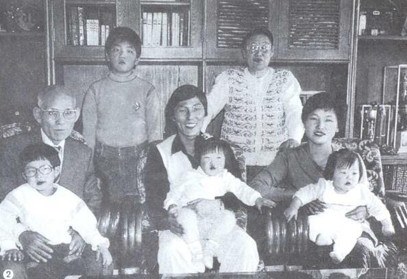 李昌镐与师父曹薰铉全家福