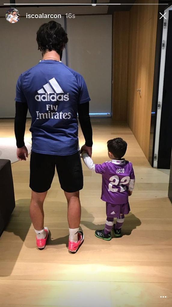 儿子的鞋上有梅西的标志