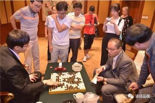 资料图:唐韦星(右二)在应氏杯决赛中