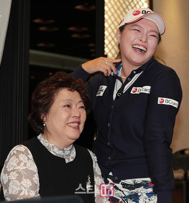 张哈娜决定要陪伴年迈的双亲