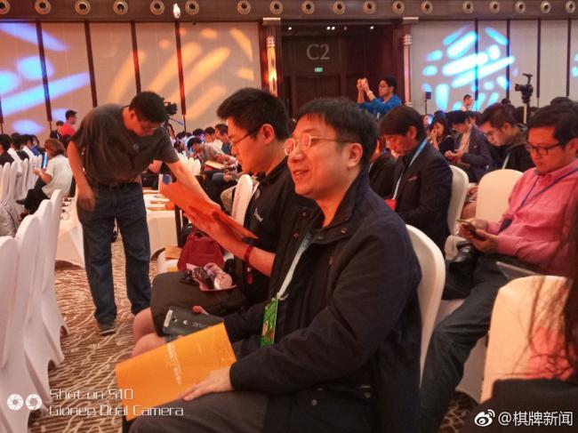 参加论坛的樊麾和黄博士