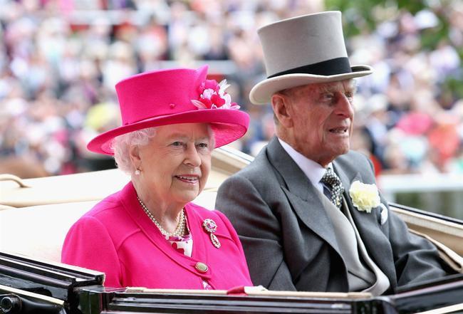 英国皇室出席赛马会欢迎来宾