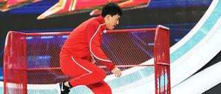 刘翔携师弟挑战跨栏