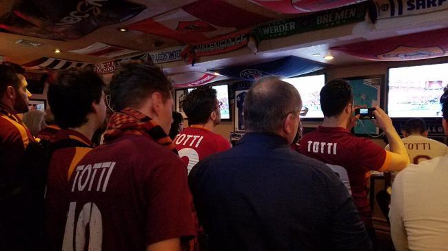 罗马球迷身着托蒂球衣