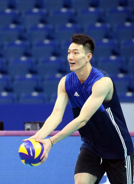 陈龙海发球