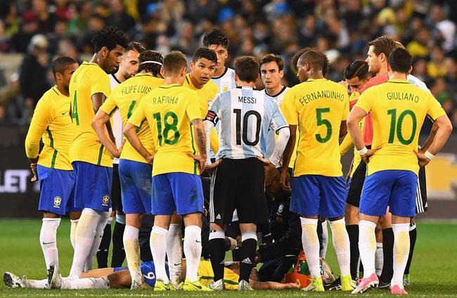 国家队比赛时受伤