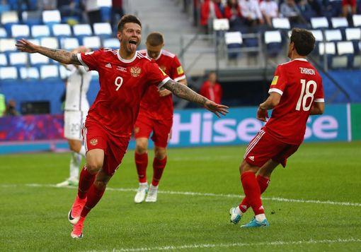 斯莫洛夫庆祝进球