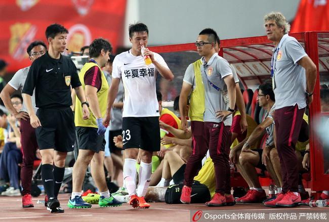 佩帅不解华夏为何多人染黄:恒大球员该得红牌