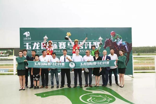 本场颁奖嘉宾为中共右玉县委常委组织部长:王跃