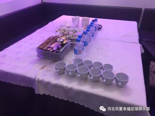 用餐之后把餐具收拾摆放好 这已是幸福少年们的生活习惯