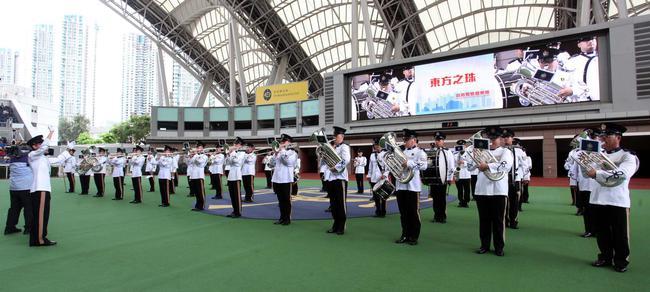 香港警察银乐队演奏香港人耳熟能详的经典金曲
