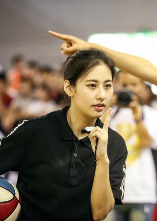 中国篮球颜值最高女裁判