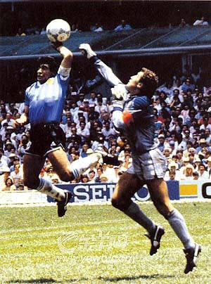 最好的球员,世界杯上手球进球,在今天会引发何等大的争议