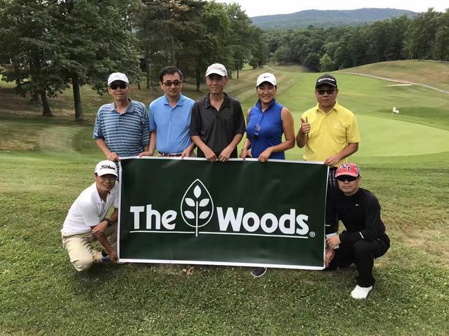 """苏兰兰在""""The Woods""""球场"""