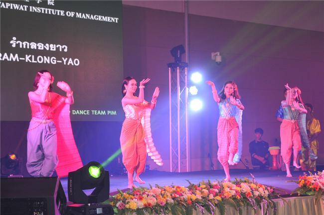泼水节舞蹈