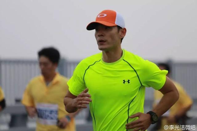 咚:如果请@李光洁 说服一个从不运动的人开始跑步,会怎么说?