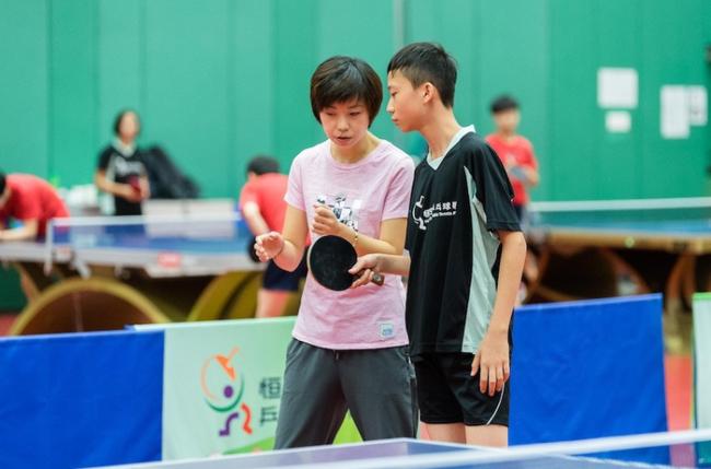 张怡宁现身香港分享打球秘籍:每天高水平训练