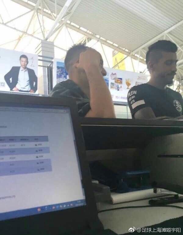 保利尼奥在机场