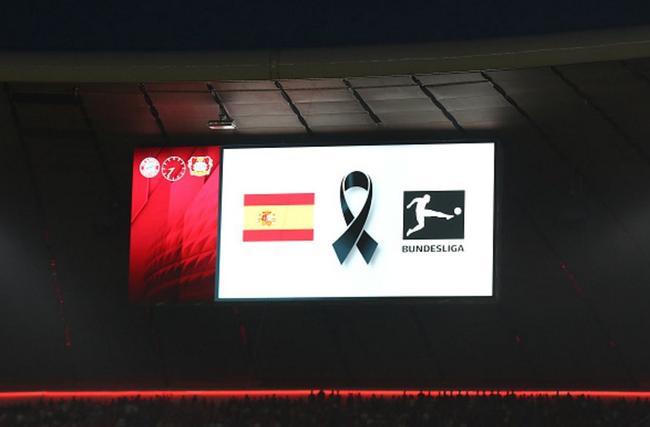 为巴塞罗那恐袭遇难者默哀