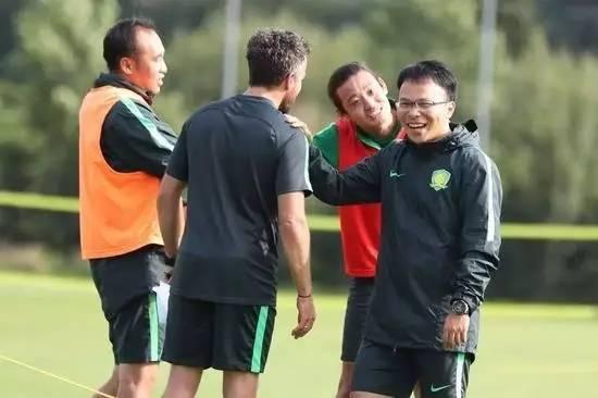 国安赴德第一练充满欢声笑语 现场观战德乙比赛