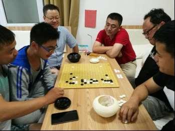 左起:鲁开峰、鲁泽宇、庞延、姜志强、王猛、彭潇然。
