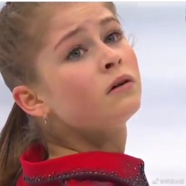 最年轻冬奥花滑冠军退役 红衣少女终成惊鸿一瞥