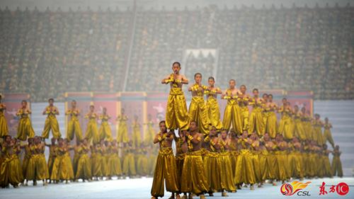 河南是武术之乡,2012年,第九届国际少林武术节开幕式在郑州航海体育场举行,图为开幕式的文体表演。