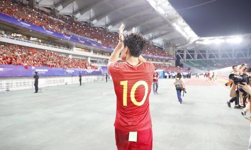 中国足球生长在怎样的环境里?