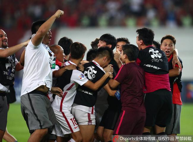 央视:中国足球的进步 上港打出硬仗恒大昂首离开