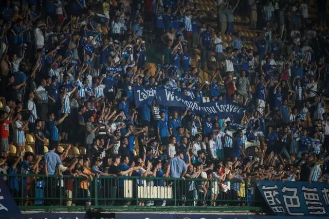 ▲感谢球迷们的支持与呐喊,胜利属于每一位蓝血战士!