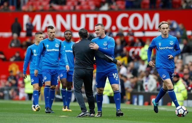 鲁尼赛前拥抱曼联助教弗尔摩西尼奥