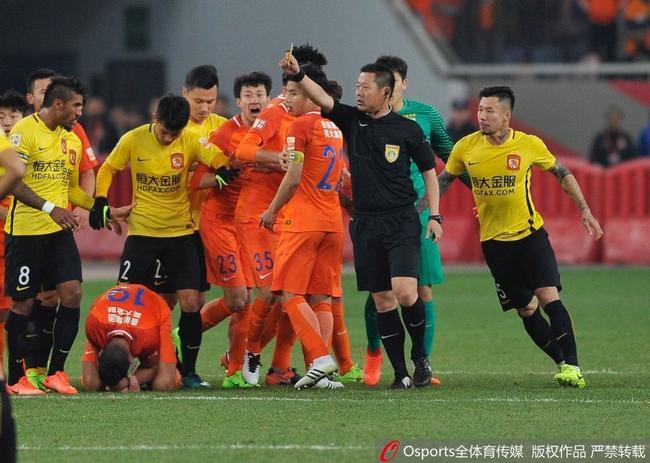 山东记者:鲁能两场均遭严重误判 沈寅豪完成抢镜
