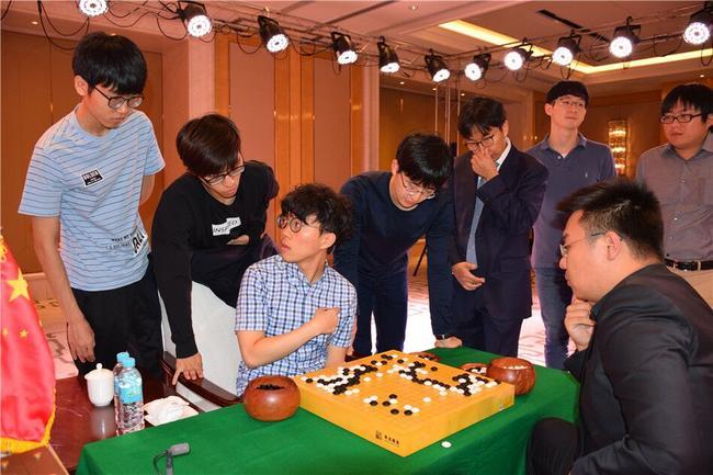 韩国棋手加入复盘