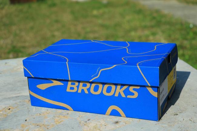 鞋盒外观。