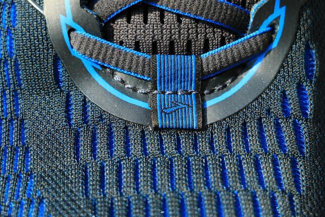 鞋面织线。