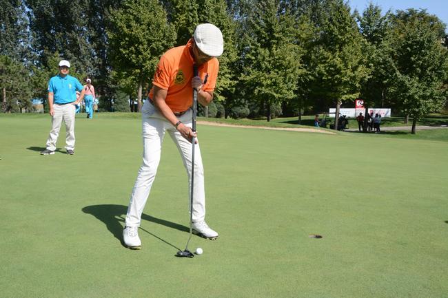 杨乐涛还是一位高尔夫球高手