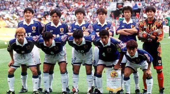 日本50岁传奇国脚还在踢_曾打进日本世界杯首球