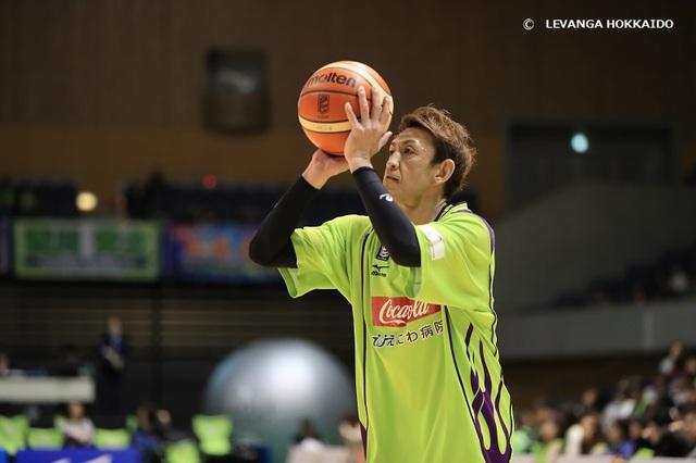 中国球员40岁退役_日本这球员47岁仍在打比赛
