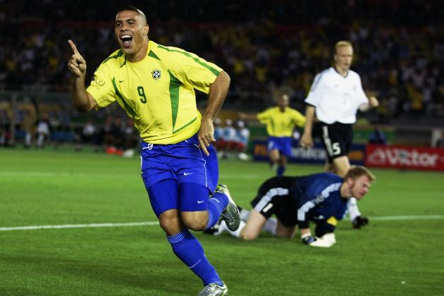罗纳尔多用连续多次打入关键球的表现 帮助巴西登顶世界杯