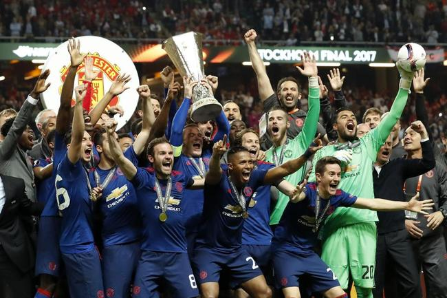 穆帅上赛季带队赢得欧联杯冠军