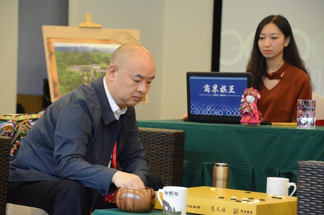 商界棋王:胡东海 女子围甲的坚定支持者
