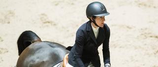 挪威马术障碍赛美女配骏马
