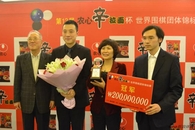 回眸中国围棋:2012以一敌三 谢赫的擂台赛传奇