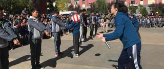 惠若琪青海支教教学生打球