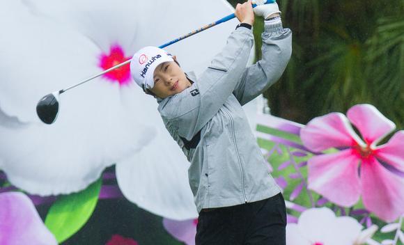 裙摆摇摇LPGA台湾赛首轮 池恩熹领先三杆