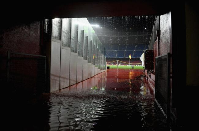 诺坎普下起大雨