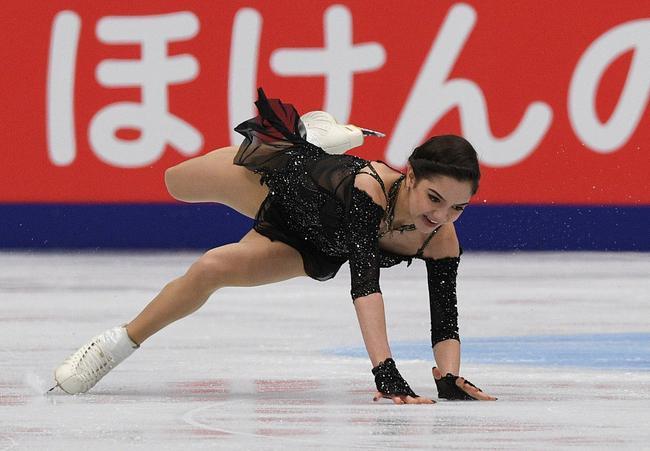 花滑大奖赛梅娃罕见摔倒仍夺冠 俄罗斯双人滑称雄