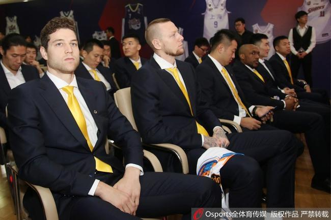 沪媒:上海大外非传统内线 对抗防守均不如前任
