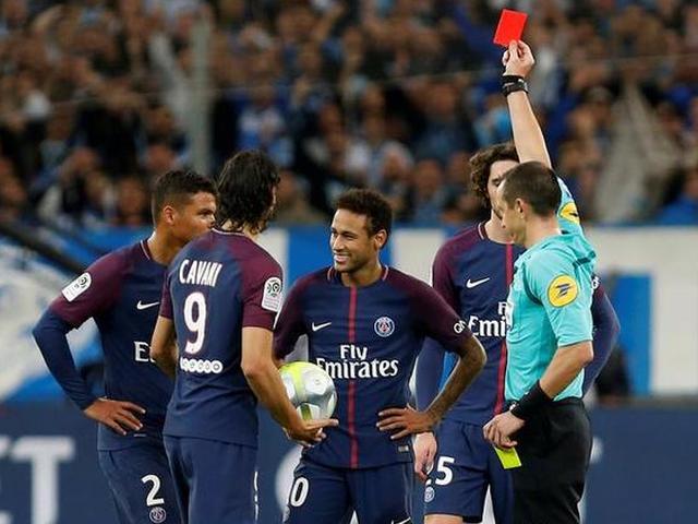内马尔破门染红巴黎2-2