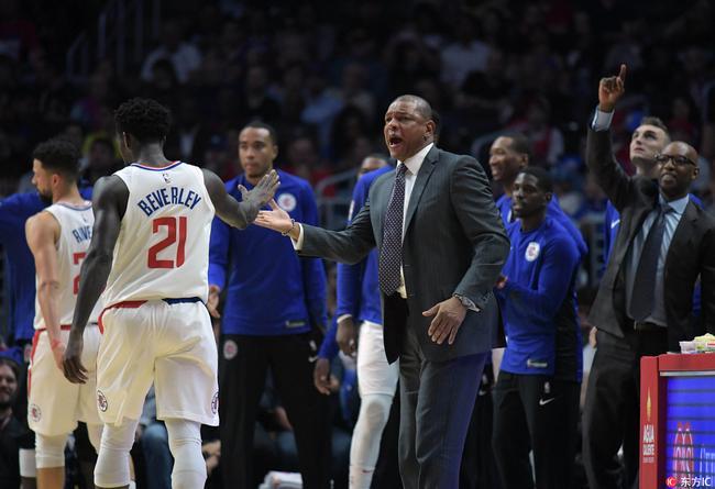 【影片】積極的態度!快攻2打0被他防住 這就是NBA最凶悍的防守